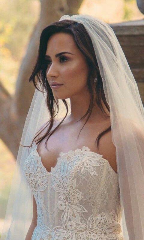 Pin by Henibel González on Demi seja Lovato | Wedding dresses, Demi lovato,  Bride
