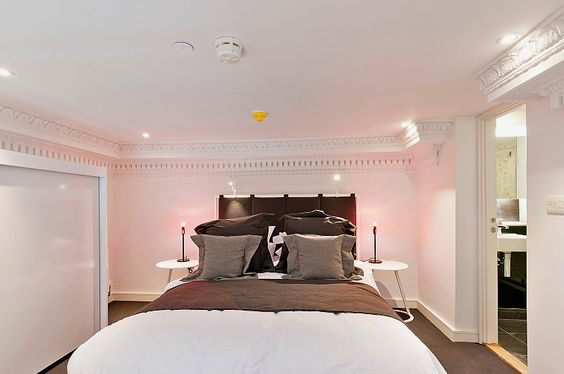 Go Native Hyde Park London, the bedroom in a premium 1-bedroom serviced apartment.