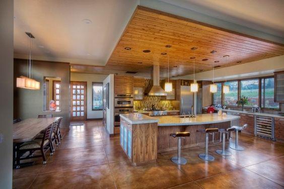küche abgehängte Holzdecke latten großformatige bodenfliesen - deckengestaltung abgehangte holzdecke