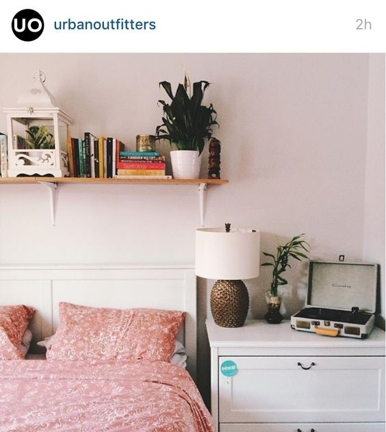 Love this picture from the UO insta Interiors, bedroom, bedding, record player: