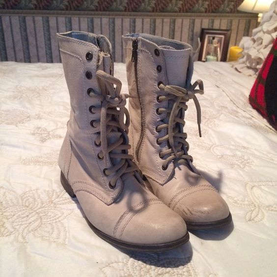Steve Madden Troopa Combat Boot Steve Madden Troopa Combat boot in a light cream color. Great condition. Like new. Distressed look is part of the style. There are a few slight scuffs on the inside but looks like the style of the boot. Super cute and goes with almost anything. Steve Madden Shoes Combat & Moto Boots