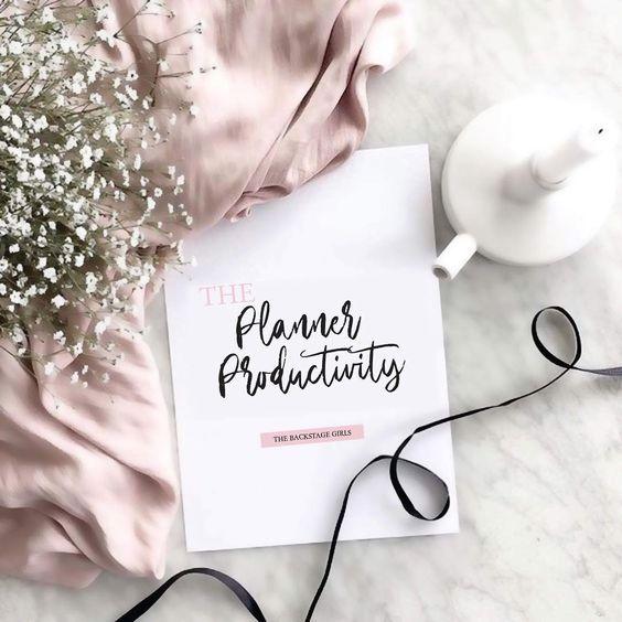 Girls! 💪🏼👠 Ser uma mulher de sucesso é sinônimo de dizer adeus para a procrastinação e abraçar a produtividade. Sendo assim, resolvi desenvolver para vocês o primeiro planner do TBS. No Planner Productivity tem vários exercícios que vão te ajudar a entender o motivo do seu dia e suas tarefas não renderem tanto. Utilizando a roda da vida, exercício de reconhecimento, roda produtividade, planners diários e um especialmente para seu projeto pessoal, acadêmico ou profissional. Você pode baixar cl