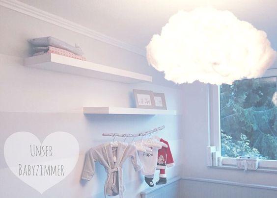 """Grau und Natur sind die perfekte Kombination. Die selbstgemachte Wolkenlampe passt wunderbar zu der """"Kleiderstange"""", welche wir einfach aus einem hübschen, sauberen Ast gebastelt haben.   Denn was ist beruhigender als die Natur um sich zu haben?  #babyzimmer #hellgrau #dekoration #lightgrey #babyroom #decoration #natur #nature #IKEA #cloud #wolkenlampe"""