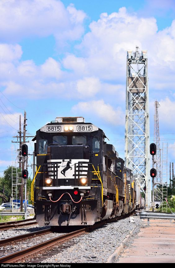 RailPictures.Net Photo: NS 8815 Norfolk Southern GE C40-9 (Dash 9-40C) at…