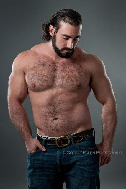 SEXY GUYS IN JEANS: hairy man