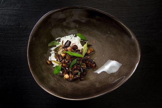 """""""Yu Xiang Qiezi"""" bedeutet so viel wie """"Auberginen mit Fischgeschmack"""", was irreführend ist: Das Gericht ist vegan und schmeckt nicht nach Fisch."""
