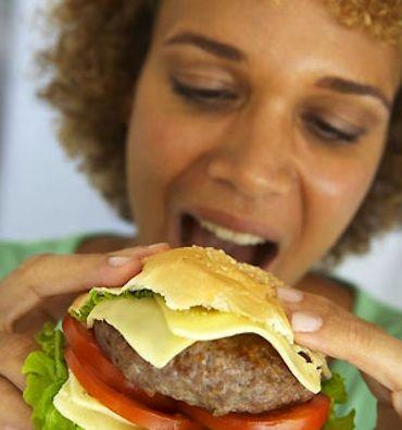 MANGEZ LIGHT, MANGEZ UN HAMBURGER !   Découvrez notre recette du hamburger light en cliquant ici : http://www.black-in.com/truc-de-femmes/cuisine/kelly/mangez-light-mangez-un-hamburger/