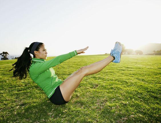 ***chez so****Quoi de plus joli qu'un ventre bien plat et une taille de guêpe ? Retrouvez 3 exercices fitness du coach Christophe Ruelle pour affiner votre taille et raffermir votre ventre.