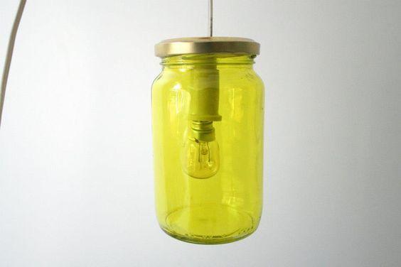 Lámpara reutilizando un tarro de cristal.