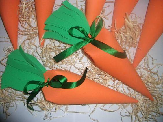 Cenouras feitas em E.V.A amarradas com fitas de cetim linda forma de presentear a criançada nesta pascoa . R$ 5,40: