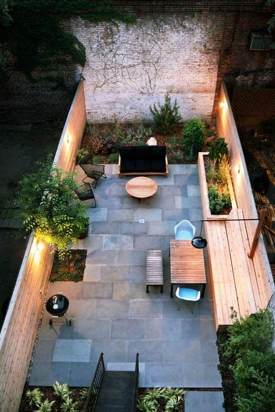 schmale terrasse kleinen garten gestalten sitzbank holz steinboden,