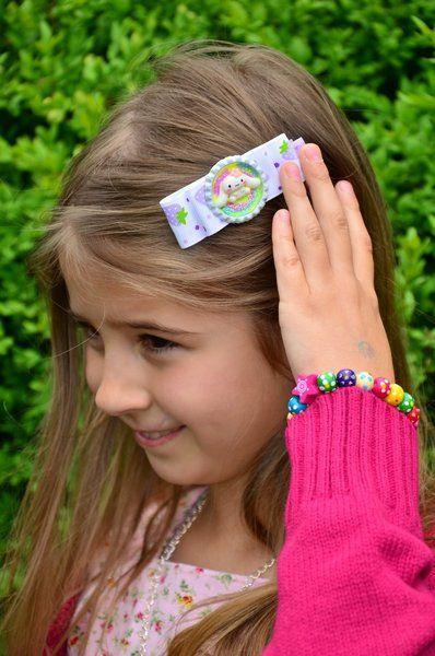 *Ein super süßer Haarclips mit Regenbogen Hase. Ein Haarclips der in allen Farben glänzt. Das ist ein wunderschönes Geschenk für kleine Mädchen.*