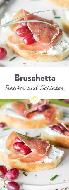 So schnell stand das Essen noch nie auf dem Tisch: Bruschetta mit Trauben und Schinken. Und dazu: ein Gläschen Wein natürlich!