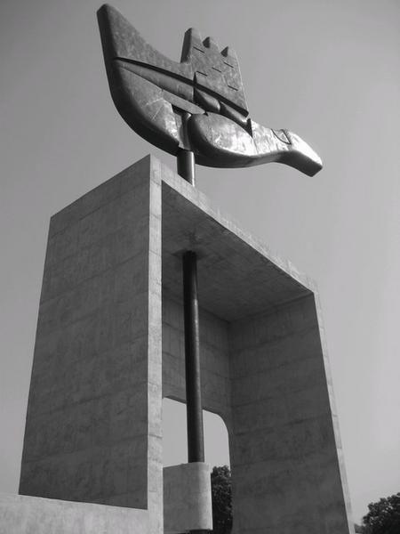Open Hand Sculpture, Le Corbusier