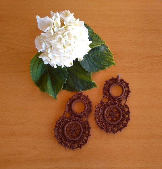 Pendientes dobles marrón. Realizados a mano en crochet.