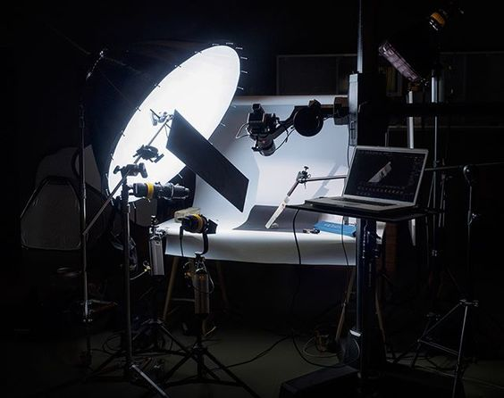 Famous BTS Magazine pick. todays setup for some closeup work with continuous light #productshoot #productphotography #stilllife #studio #BTS #behindthescenes #famousbtsmagazine #famousBTSmag #broncolor #para133 #continouslight #hasselblad #hasselbladH6D #tethertools #betterwhenyoutether #dedolight #ganeshGraphics #olympusEm1 #olympuskameras