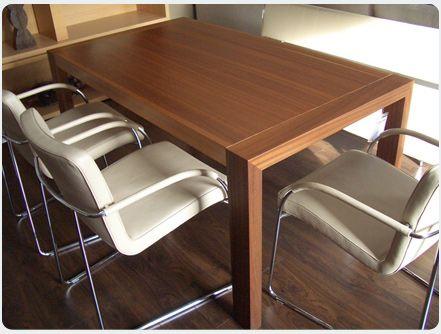 Der Esstisch Dibitu von KFF hat die Maße 160x90 cm. Der Tisch ist ...