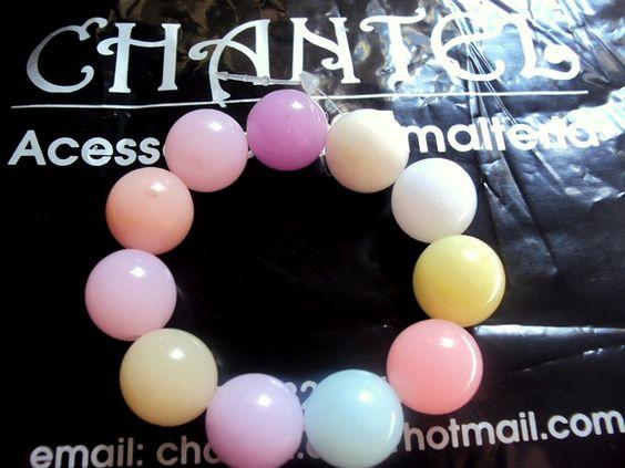 Pulseiras de bolas coloridas...fazemos tambem por encomenda conforme o gosto R$ 6,00