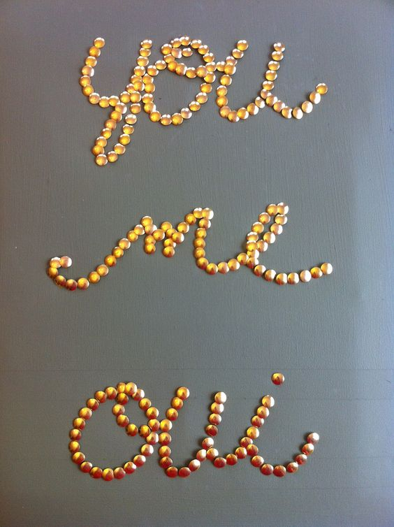 DIY: thumbtack word art: Wall Art, Copper Thumbtacks, 000 Thumbtacks, Diy Thumbtack, Gold Thumbtack, Diy Project, Thumbtack Wall, Thumbtack Art