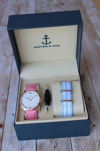 Kapten and Son Watch with pink canvas strap und blue-white nylon strap.