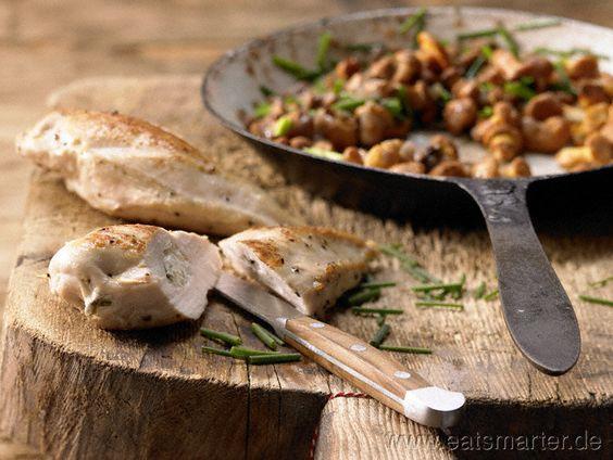 Hähnchenbrust mit Ziegenkäse - smarter - auf Pfifferlingen. Kalorien: 411 Kcal   Zeit: 45 min. #recipe #chicken