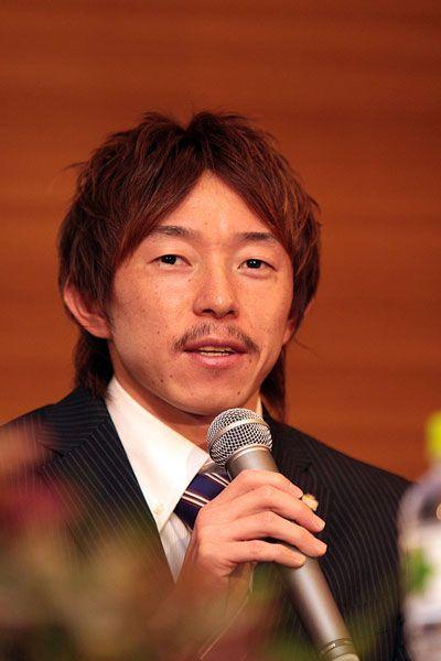 [2012シーズン始動!]広島:新加入選手発表記者会見 「広島はポゼッションを大切にする攻撃的なチーム。自分としては、まず点をとること。そしてハードワークでチームに貢献したい」と語った石原直樹選手。 ※会見コメントはこちら!  ---------- ☆広島:お得なシーズンパス 申込受付中! ☆2012シーズンもスカパー!はJ1・J2リーグ戦を全試合放送! ---------- ■FUJI XEROX SUPER CUP 2012 2012年3月3日(土) 13:35キックオフ/国立 柏レイソルvsFC東京 ※詳細は【こちら】  2012年1月14日(土):広島市内