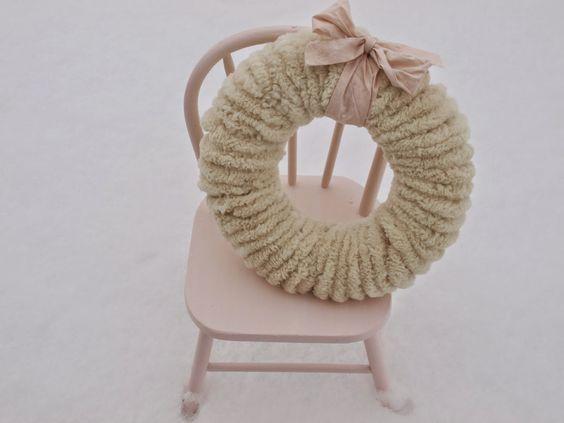 DIY: My Wooly Pom Pom Christmas Wreaths #pompomwreath #pompoms #pinkChristmas #farmhouseChristmas