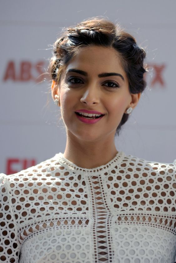 'Neerja' actress Sonam Kapoor Amazing Full HD Photos for Filmfare Glamour and Style Awards - HD Photos