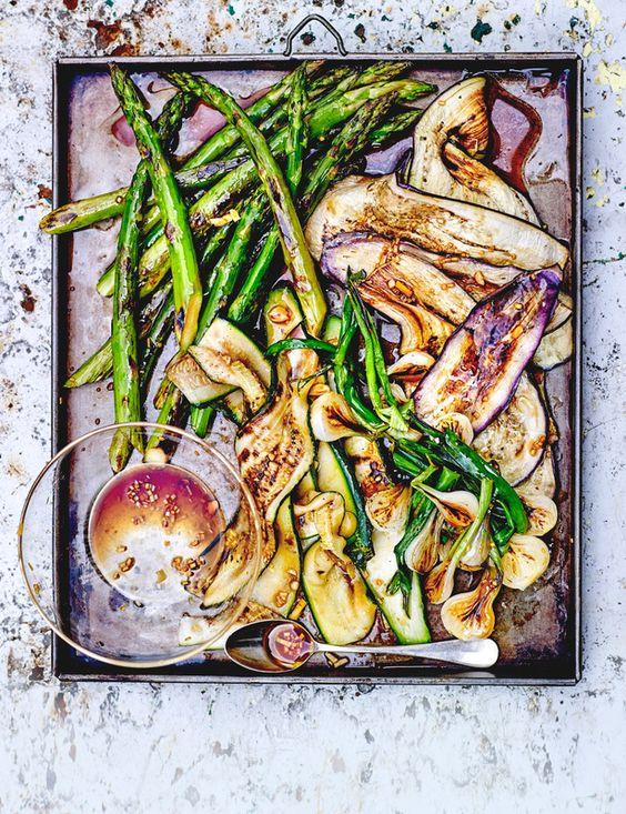 Escalibada de verduras con ajo y soja