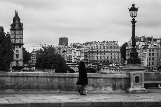 * ParisStreet. Paris, France / Sep. 2013 Leica M-Monochrom Leica Apo Summicron-M 90mm F2.0 ASPH