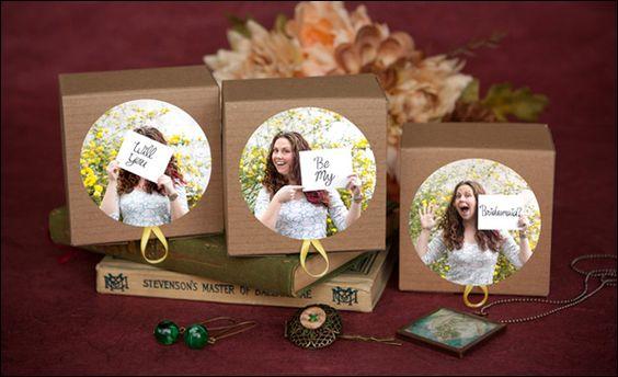 Se divirta utilizando suas fotos para convidar suas madrinhas!