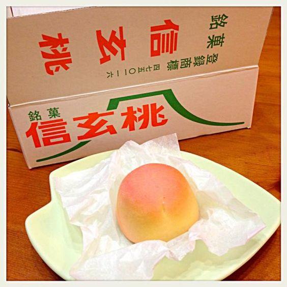 週末スイーツは山梨土産の信玄桃♡ 信玄餅は食べた事あるけど、桃は食べた事ない方もいらっしゃるかしら? 見た目が本物そっくりでとっても可愛いお菓子! 一口頬張るとふんわりした食感と桃の甘い香りが口一杯に広がります♡ - 71件のもぐもぐ - 桔梗屋   信玄桃 by chieko ♪