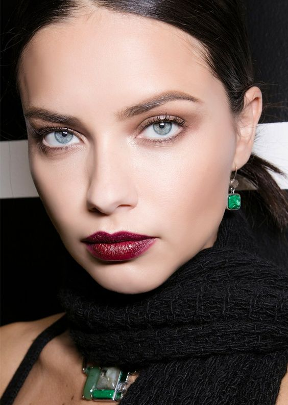 25 New Year's Eve Makeup Ideas | Soft Brows with Burgundy Lips