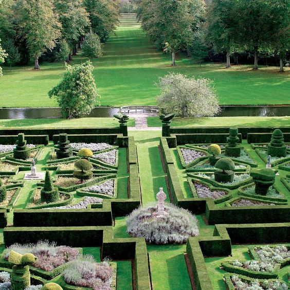 Landscape master #KimWilkie creates gardens that seem predestined rather than designed. Discover the English talent's impressive work on archdigest.com. Photo by Kim Wilkie