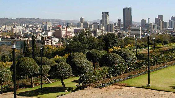* Tshwane / Pretória *  Capital Executiva da África do Sul. população: 2.345.908 habitantes  (Censo 2007).