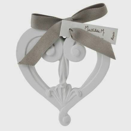 Corazón cerámica perfuda, aroma marquise. Ideal para decorar y perfumar --> http://www.darome.es/productos/ceramicas-perfumadas-cat21042014121936/ #darome #mathildem #decoracionesperfumadas #deco