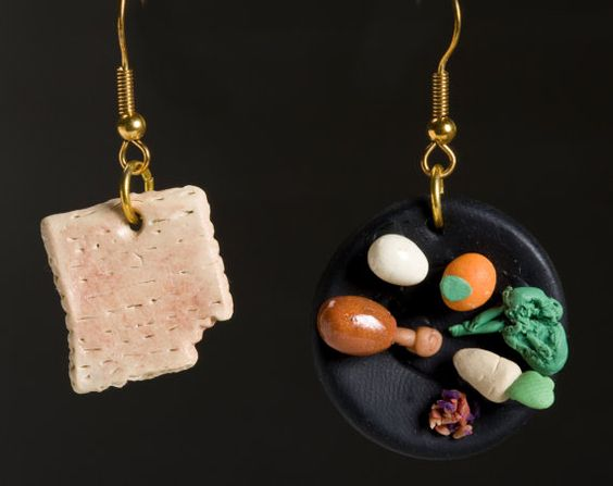 Matzah and seder plate earrings!! Get our full shopping guide here: http://bit.ly/GMDP7f