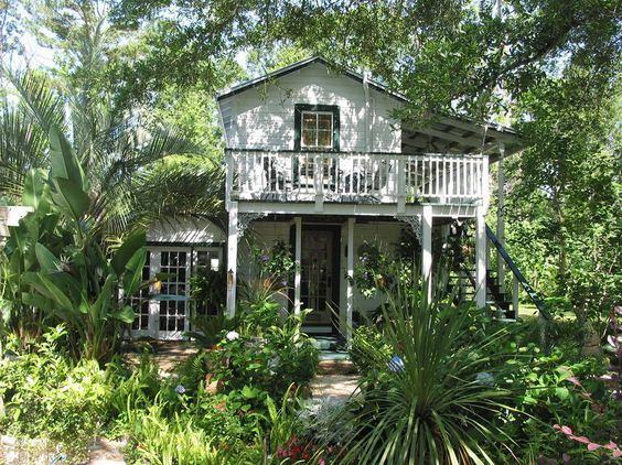 Apartment in Foley, United States. Quaint, cozy room limited to two adults with queen sized bed, & bathroom above garden walks & pool, New Orleans decor and feel. Built in the 1920's on the grounds of a historic homesite on the Bon Secour River. No cooking facilities or refrigerato...