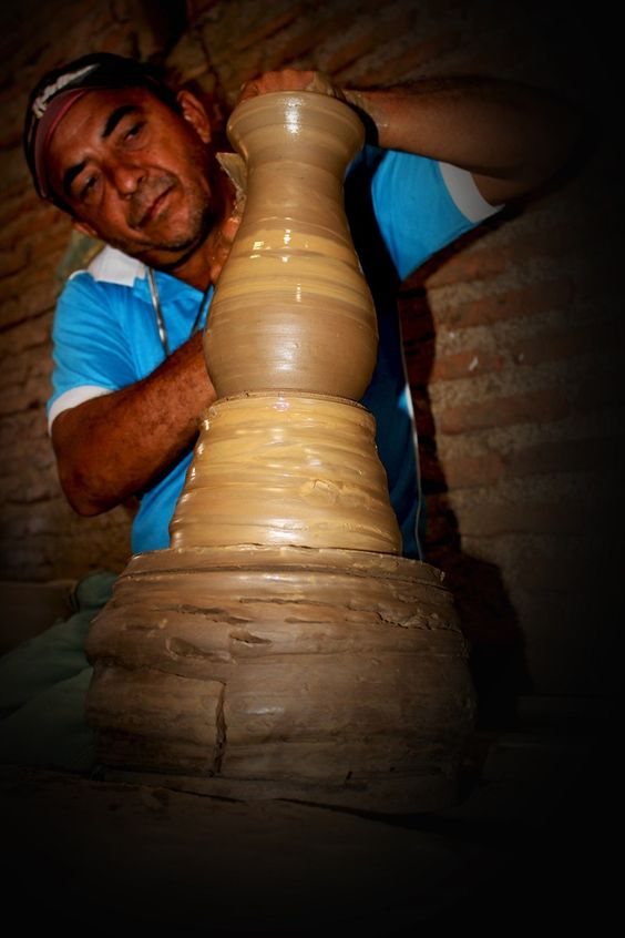 Francisco Leite, há mais de 30 anos se dedica ao artesanato com cerâmicas (Foto: Patrícia Andrade/G1)