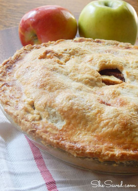Made from scratch, this homemade apple pie recipe is easy to make and the result is an amazing old fashioned apple pie!