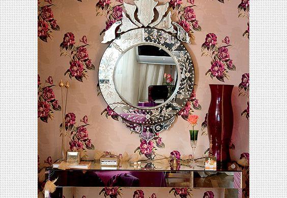 Tecido floral na parede