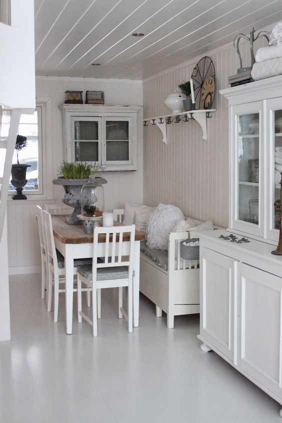 Small narrow breakfast room with table hanging cabinet for Narrow dining room cabinet