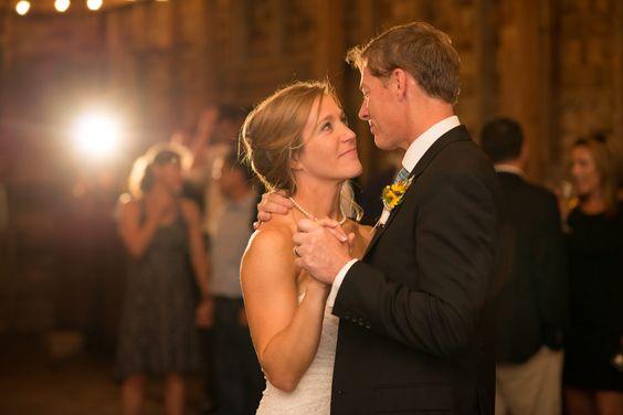 ya-ya-farm-and-orchard-wedding-first-dance