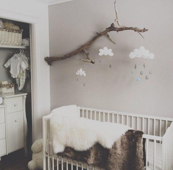 Kinderzimmer // Holz / Natur / Mobile / Wolken