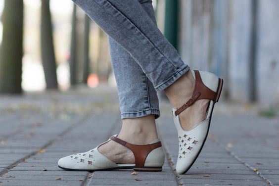 //Original Price: $120 //Web Price: $105 Free Shipping Worldwide  ▶▶▶ Bangis Jaffa Flats◀◀◀  Leather cutout Sandals. Made of Genuine leatehr and light weight microlite sole. 0.8cm/0.3 heel Great summer shoes to spice up any outfit, from casual jeans to fancy dress.  ▶▶▶ Available colors: ◀◀◀ Grey: http://etsy.me/1OwN0IF White: http://etsy.me/1Eip8Jn Brown: http://etsy.me/1IvSsd9  ▶▶ Sizing ◀◀ To make sure you have chosen the right size it is best to measure your feet length from toe to heel…