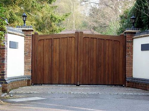 Wooden driveway gates designs front gate pinterest for Wooden front gate designs