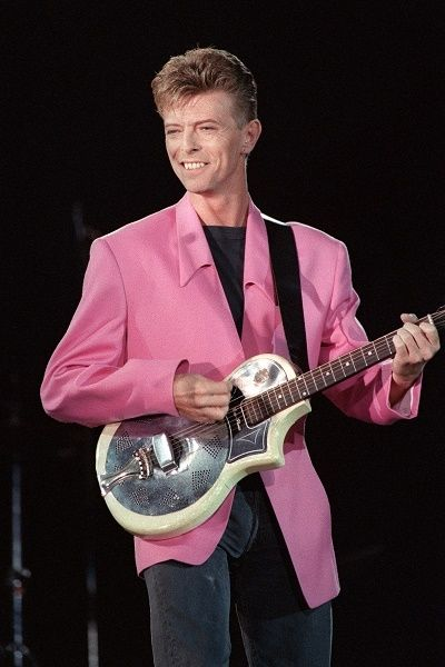 david bowie back stage | David Bowie Dead: See The Music Legend's Most Memorable Looks ...