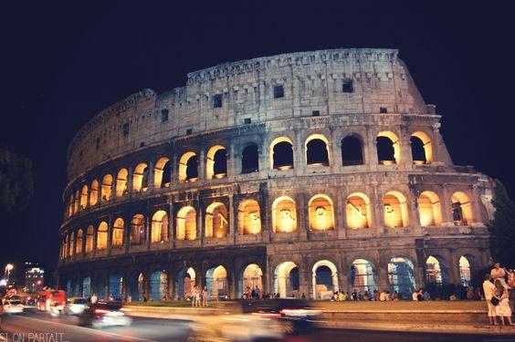 Nous finissons notre étape à Rome en visitant la ville de nuit. Le Colisée éclairé est magnifique.