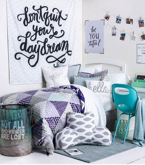 Top 10 places to shop for dorm decor cute dorm rooms for Room decor list