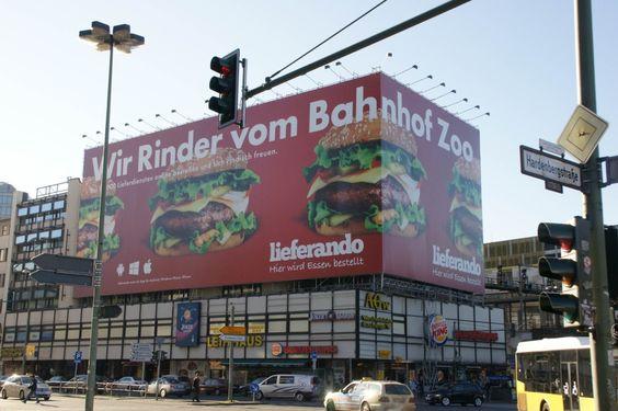Ein Großplakat in der City West sorgt für Aufregung - Im Westen Berlins